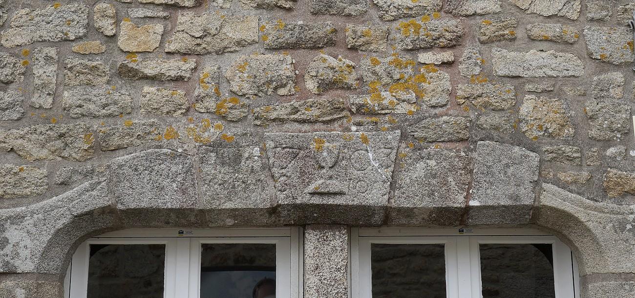 Fil ouvert-  Dates sur façades. Année 1602 par Fanch 56, dépassée par 1399 - 1400 de Jocelyn 513310date1703