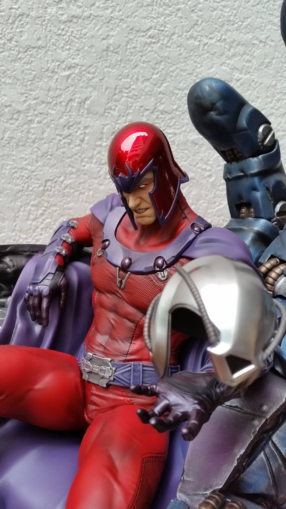 Premium Collectibles : Magneto on Sentinel Throne - Page 5 5146911058302314011597067713917955397065278204457o