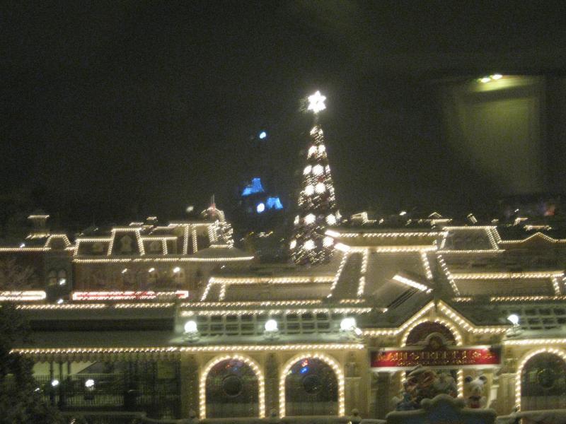 [Disneyland Paris] Disneyland Hotel - chambre Castle Club (8-10 décembre 2010) (début du TR p.9) - Page 8 517493IMG2082
