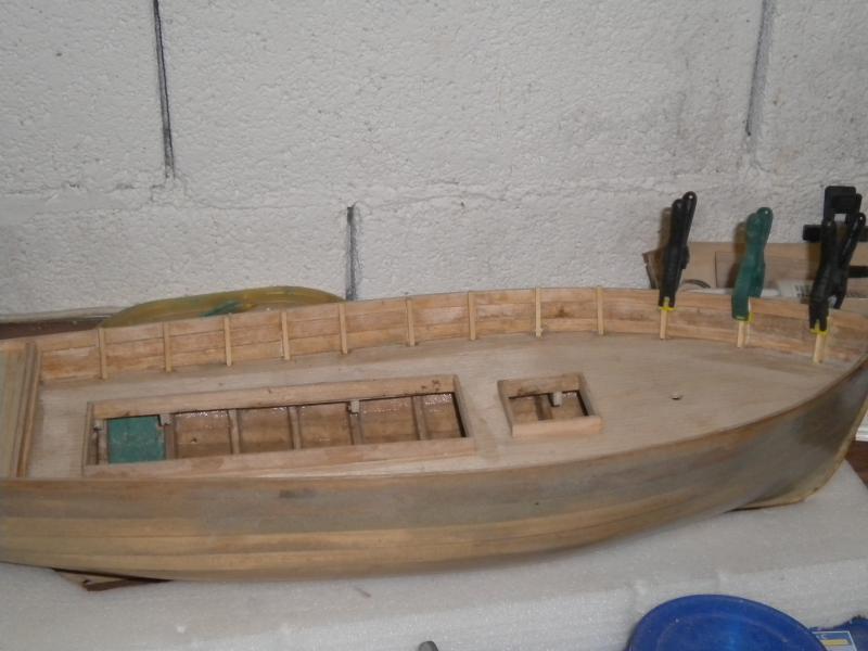 barque chalutiére au 1/20è d'après plans - Page 4 519812DSCN2201