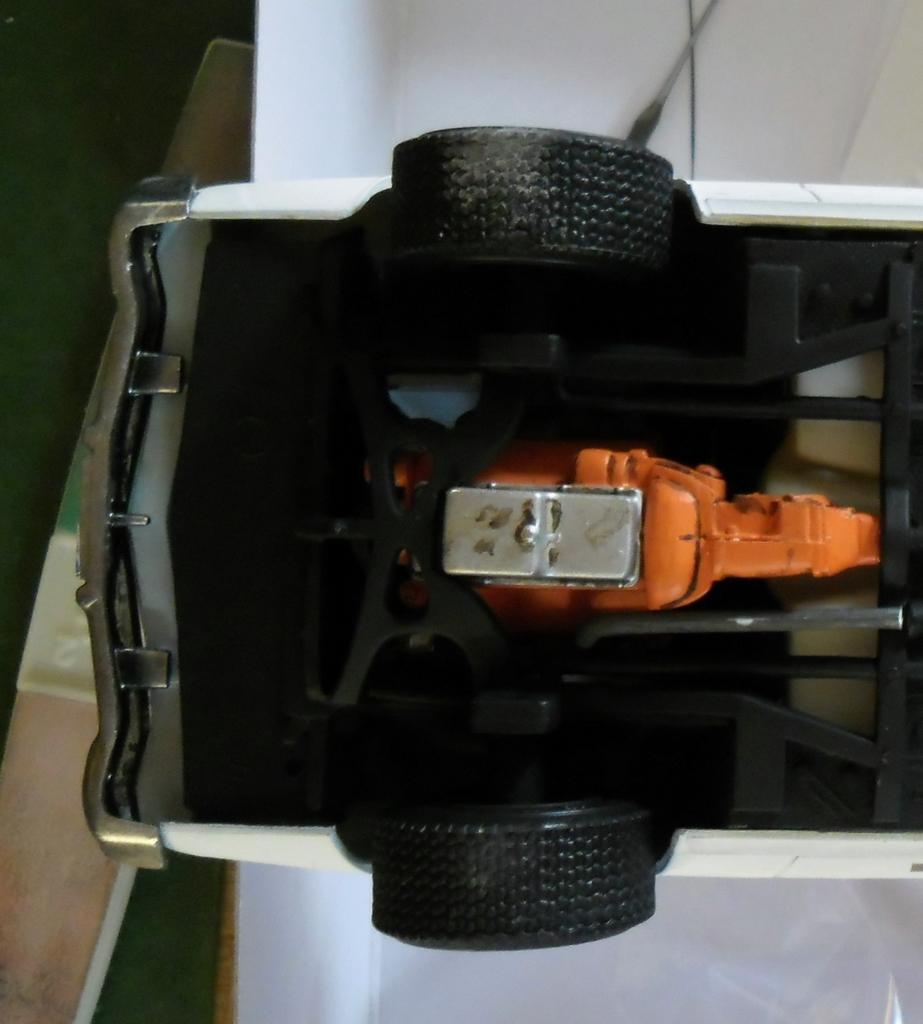 Dodge Monaco Shérif Hazzard County 1/25 Décès de Rosco (in situ) 521347Dessous001