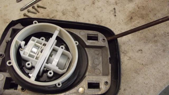 [BMW E36] Remplacement du rétroviseur extérieur 52394616Moteurvuavant