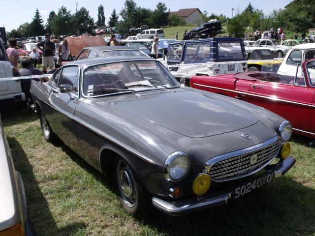 23e rassemblement de véhicules anciens et d'exception de Verna (38) - 2013 - Page 10 540829147VolvoP1800S1968