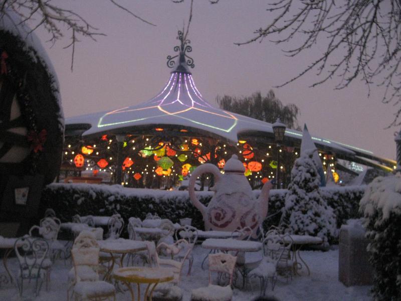 [Disneyland Paris] Disneyland Hotel - chambre Castle Club (8-10 décembre 2010) (début du TR p.9) - Page 8 541938IMG2040
