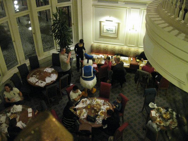 [Disneyland Paris] Disneyland Hotel - chambre Castle Club (8-10 décembre 2010) (début du TR p.9) - Page 10 545575IMG2382