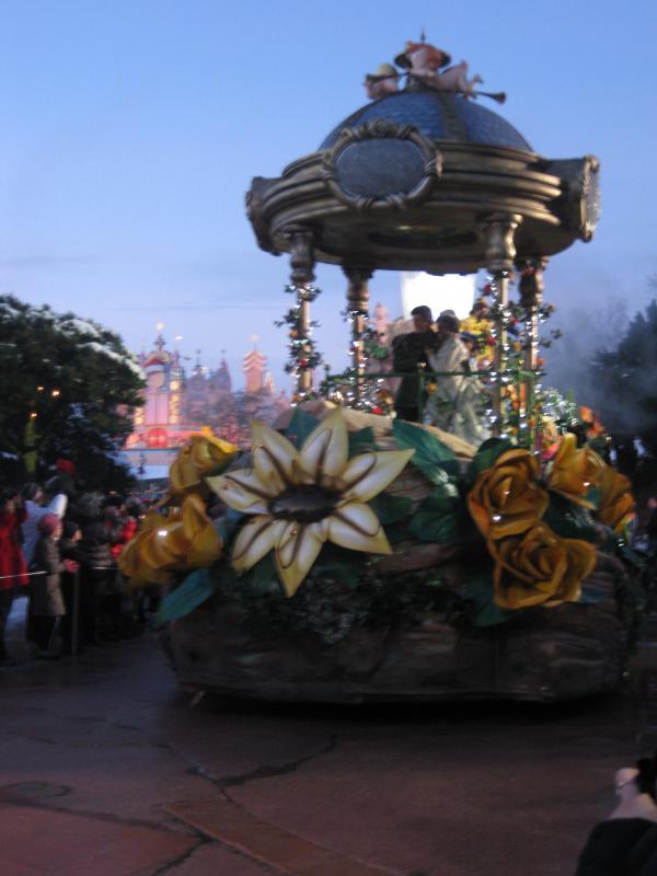[Disneyland Paris] Disneyland Hotel - chambre Castle Club (8-10 décembre 2010) (début du TR p.9) - Page 10 545727IMG2306