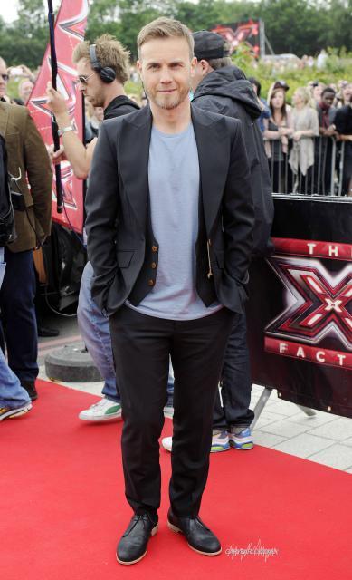 Gary arrive à l'audition de X Factor à Birmingham 1/06/11 561359HQ004