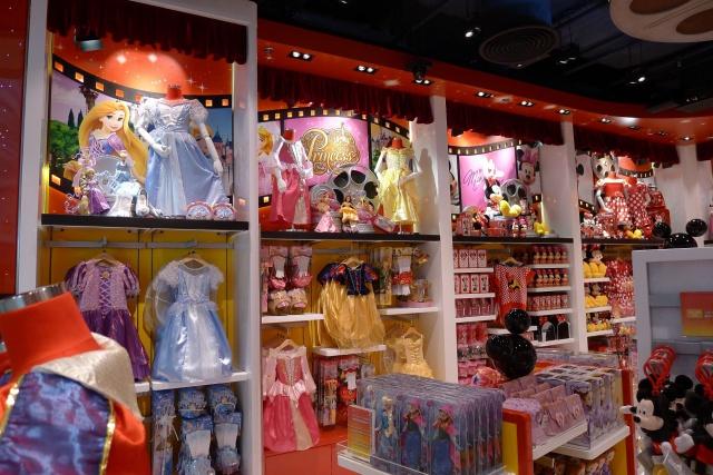 The Magic of Hong Kong Disneyland Store at Hong Kong International Airport (ouverture le 24 juin 2014) 564374HKDS4