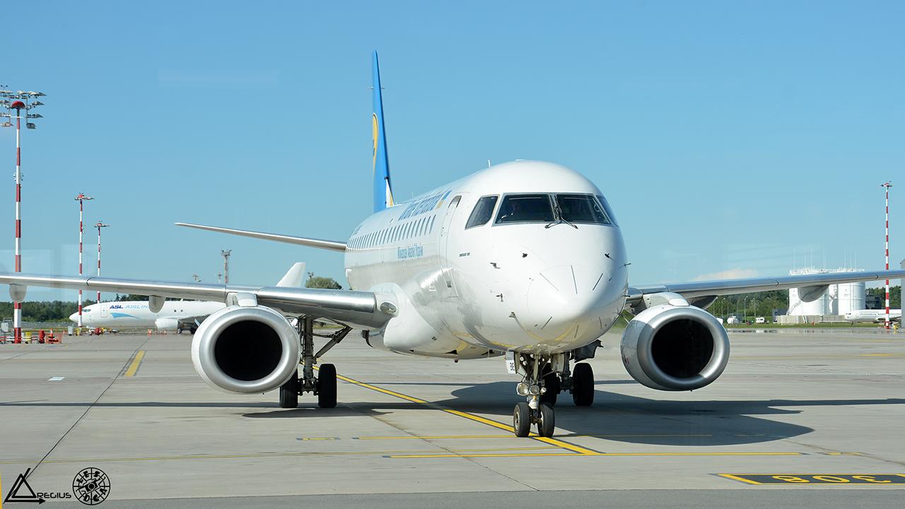 Aéroport de RIGA (Lettonie) [RIX - EVRA] 5649861280UUBWMAKS201707201535180380