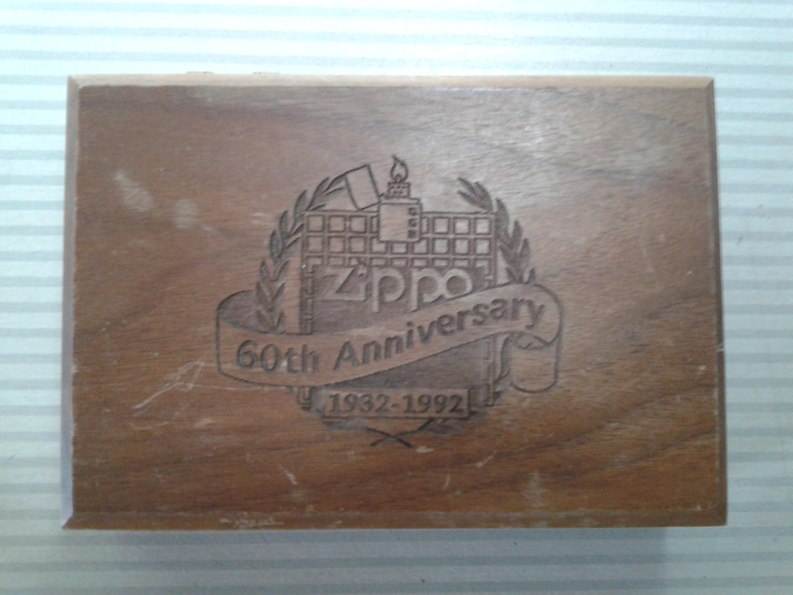 Les boites Zippo au fil du temps - Page 2 578421Walnutbox21