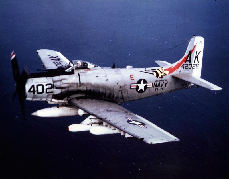 BOEING F/A-18E et F SUPER HORNET  579977DouglasA1HSkyraider