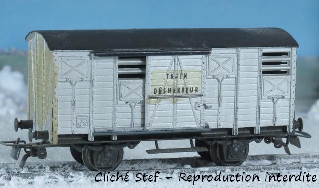 Wagons couverts plastique 585340VBCouvertplastiquedherbeurIMG3876R