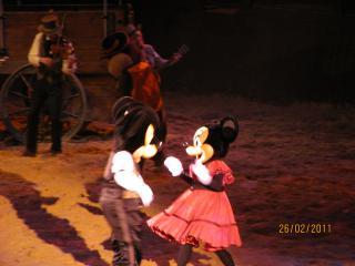 [Disneyland Paris] Découverte et enchantements d'une first timer (25-27 février) - Page 7 589729arriveDLP466