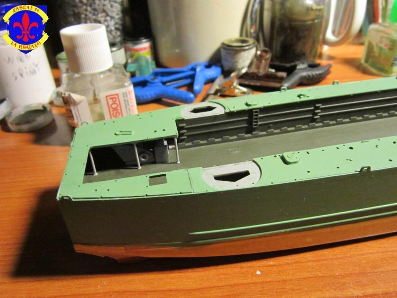 U.S. Navy Landing Ship Médium (Early) au 1/144 de Revell par Pascal 94 - Page 3 592466IMG41551