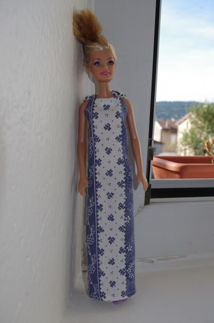 Couture et miniatures pour barbies, MH, muses!^^ 594298robebleue3