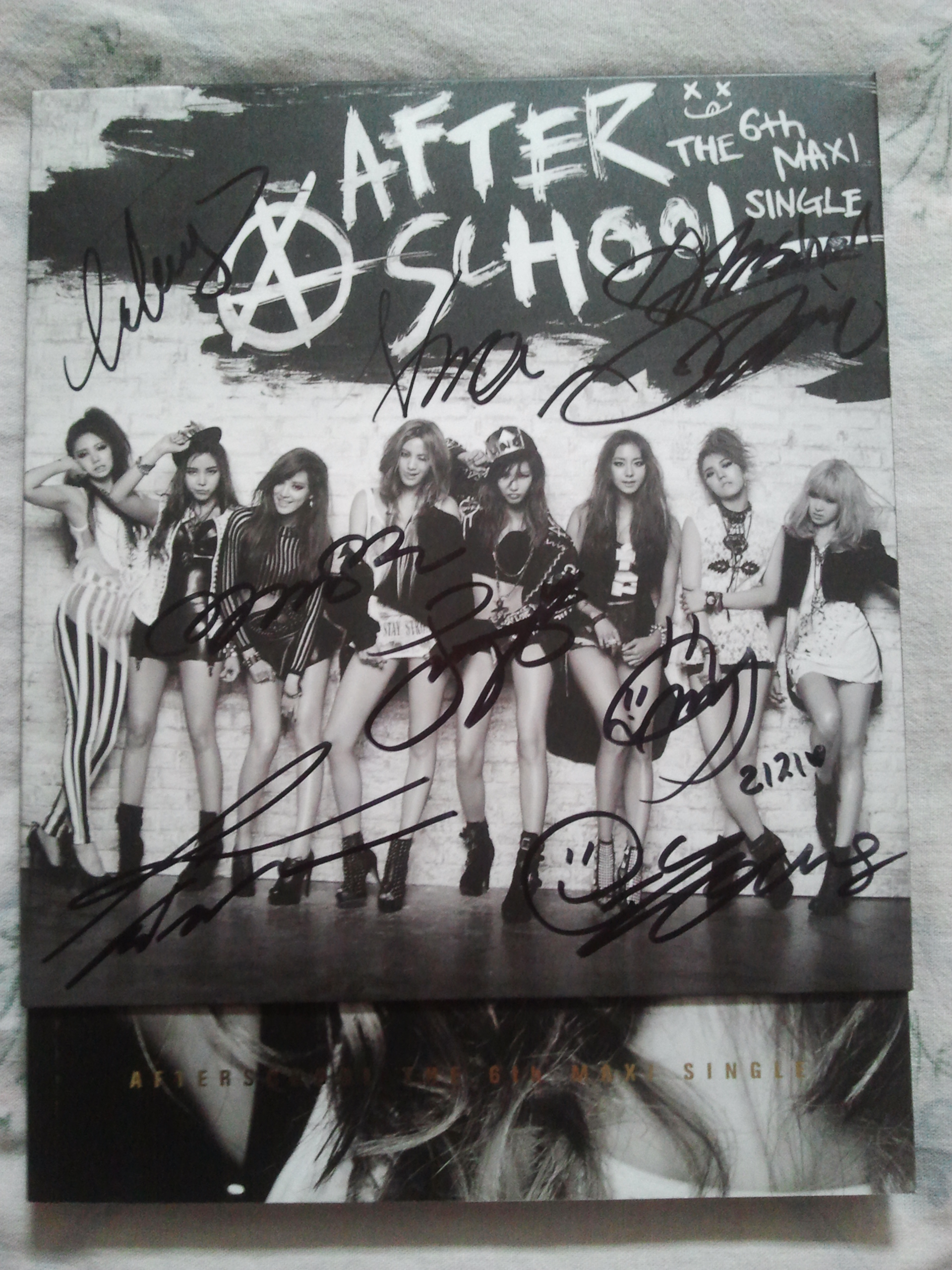 [DISCUSSION] Are the AS members changing their autographs? Calling detective PGZ and PBZ! 60226820140820134245