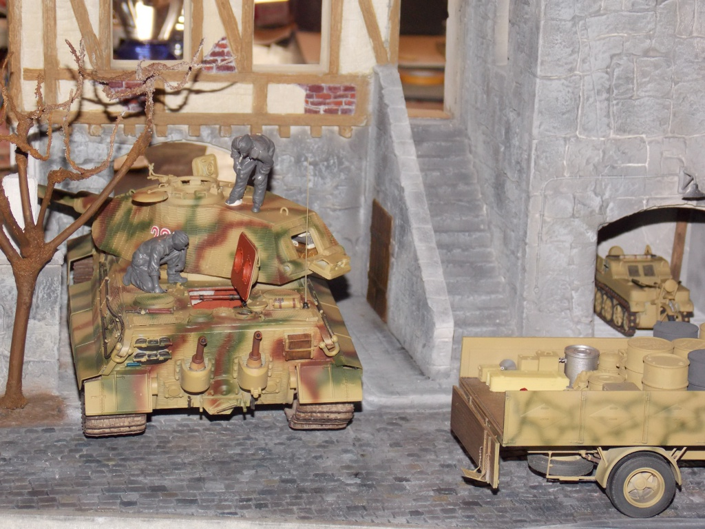 King Tiger à l'entretien Chateau de Chanteloup Aout 44       Projet terminé  - Page 3 608389DSCN5598