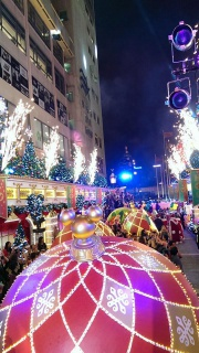 "(Hong Kong Disneyland) Disney's Sparkling Christmas 2013 + Programme ""Pump up Little Moments of Happiness"" 612038hk7"