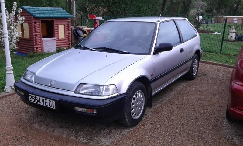 Une Honda CIVIC EC9  de 1991 61277120160422074745