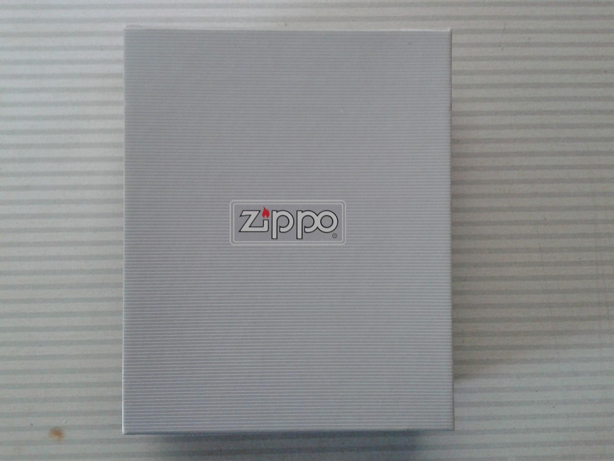 Les boites Zippo au fil du temps - Page 2 613762Giftbox11