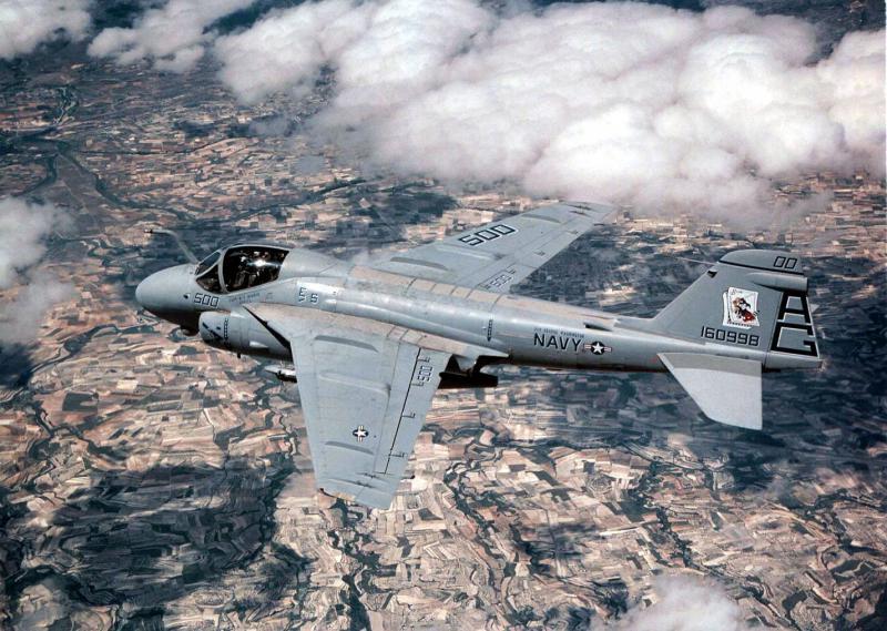 BOEING F/A-18E et F SUPER HORNET  614304GrummanA6Intruder