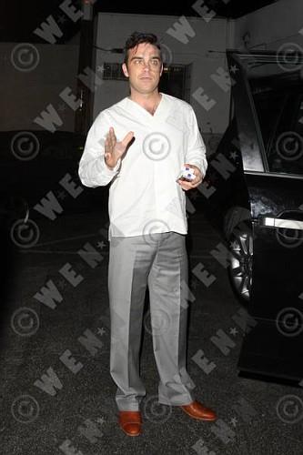 Robbie à Los Angeles 12-01-2011 618189lliams003wenn3164124previewvi