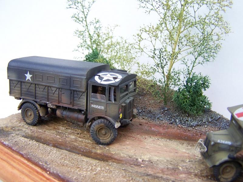 """AEC Matador et Ambulance Austin K2 """"au détour d un chemin"""" 619930MatadorAustinK2034"""
