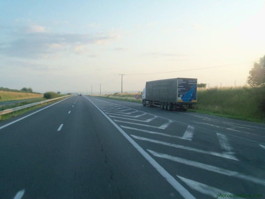 Les parkings d'autoroutes 625997photoscamions2IIX118Copier