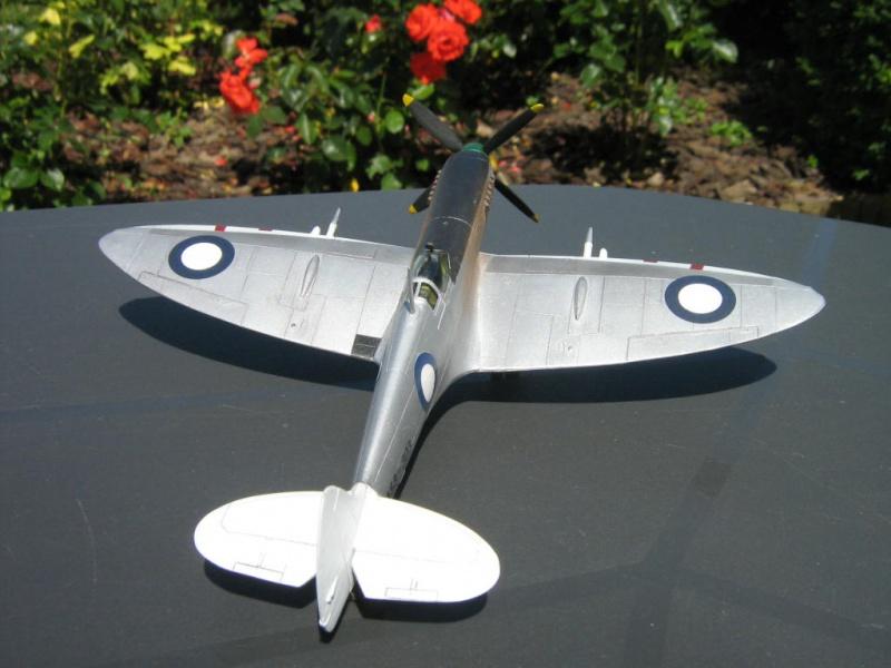 Spitfire Mk VIII RAAF [AZ Model] 632583IMG0024