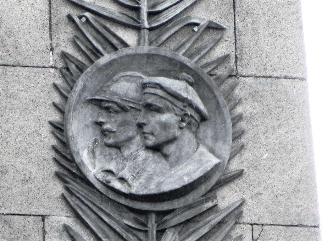 [ Histoires et histoire ] Monuments aux morts originaux Français Tome 2 - Page 3 63409956b
