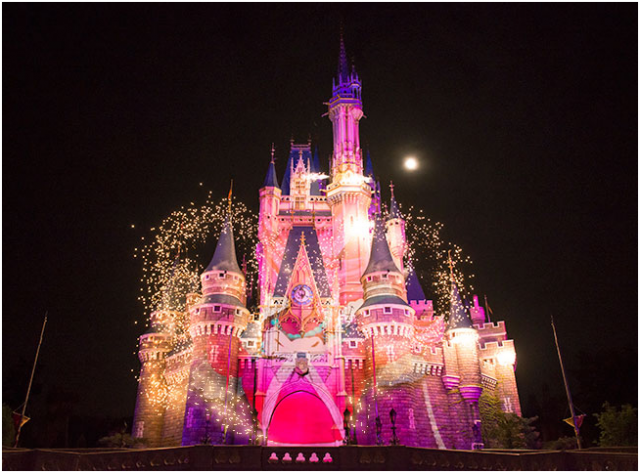 [Tokyo Disneyland] Nouveau spectacle nocturne : Once Upon a Time (29 mai 2014)  - Page 4 651152ouat6