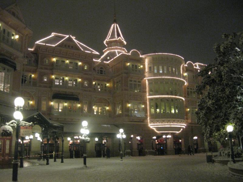 [Disneyland Paris] Disneyland Hotel - chambre Castle Club (8-10 décembre 2010) (début du TR p.9) - Page 8 665747IMG2079