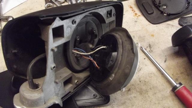 [BMW E36] Remplacement du rétroviseur extérieur 66812815Moteurvuearrire