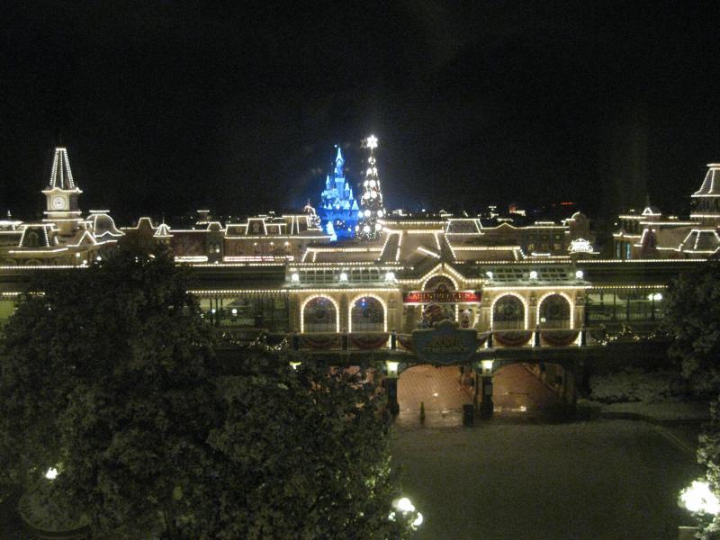 [Disneyland Paris] Disneyland Hotel - chambre Castle Club (8-10 décembre 2010) (début du TR p.9) - Page 8 673877IMG2111