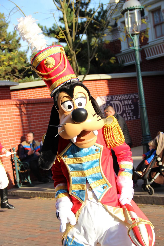 Vos photos avec les Personnages Disney - Page 3 683894IMG8249