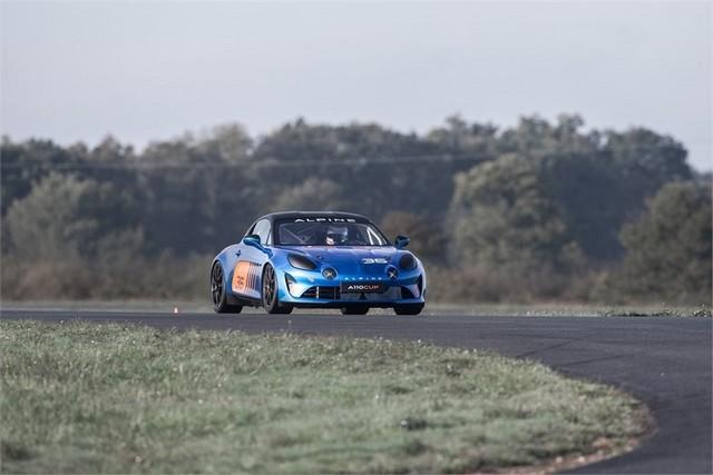 Alpine A110 Cup : une authentique voiture de course, taillée pour les plus grands circuits européens 693994211987122017AlpineA110Cup