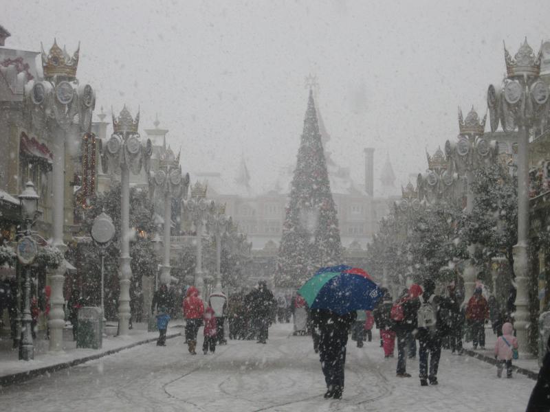 [Disneyland Paris] Disneyland Hotel - chambre Castle Club (8-10 décembre 2010) (début du TR p.9) - Page 8 700193IMG1973