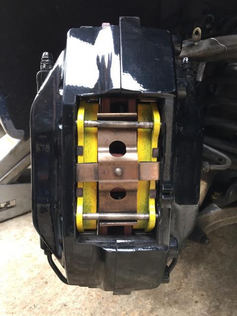 [3200 GT / 4200 / GranSport] Les plaquettes de frein 702511IMG7256