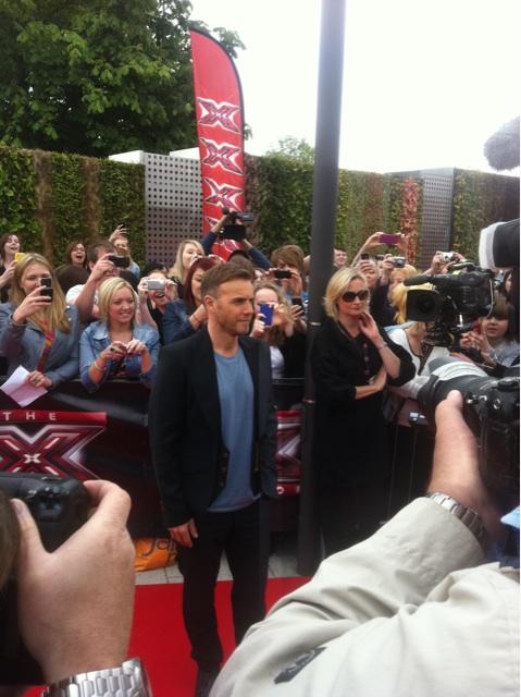 Gary arrive à l'audition de X Factor à Birmingham 1/06/11 709346f