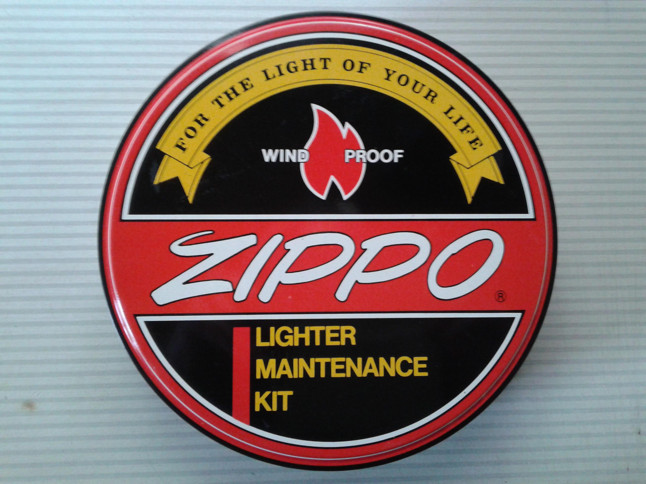 Les boites Zippo au fil du temps - Page 2 715095Maintenancekit2