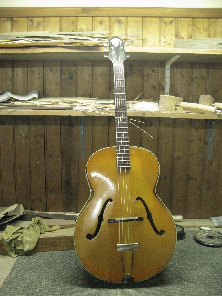 Gretsch model American Orchestra 50 C  718180gretsch50font