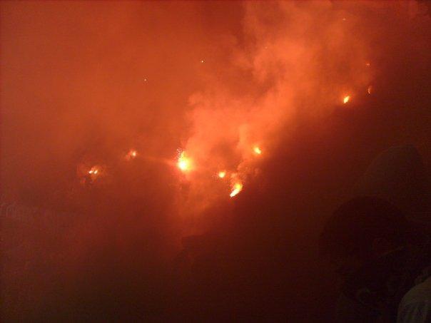 Photos Pyrotechnie (Torches, Pots à Fumée...) - Page 21 732473n737713577_755905_669