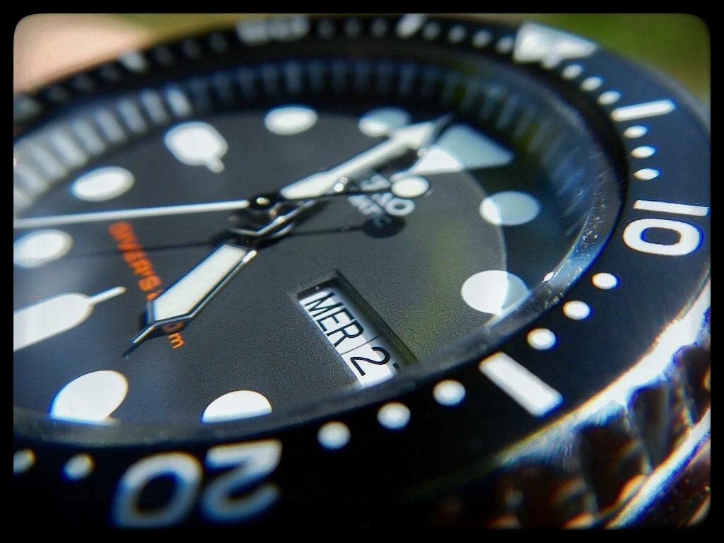 Les montres avec le Jour en français ! - Page 4 735485SeikoMacro150604