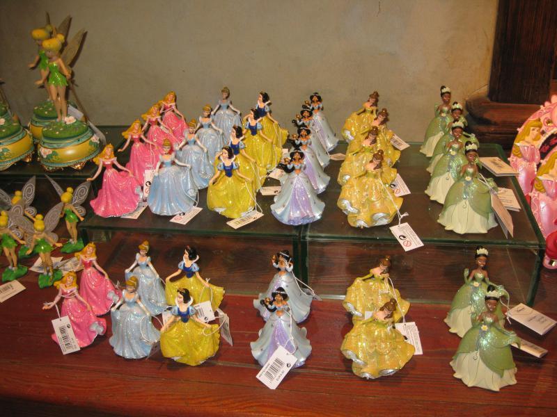[Disneyland Paris] Disneyland Hotel - chambre Castle Club (8-10 décembre 2010) (début du TR p.9) - Page 10 735915IMG2477