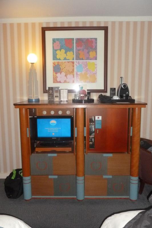 Les suites des Hôtels Disney, le Castle Club et l'Empire State Club. - Page 12 737356P1020323