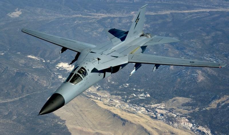 BOEING F/A-18E et F SUPER HORNET  740033GeneralDynamicsF111AardvarkRAAF
