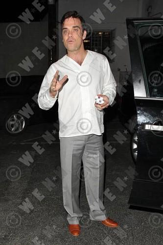 Robbie à Los Angeles 12-01-2011 746013lliams005wenn3164118previewvi