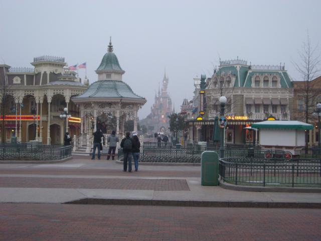 [Disneyland Paris] Premier séjour au DLH (31 janv.-2 fév. 2011) + un anniversaire inoubliable ! - Page 2 7479066