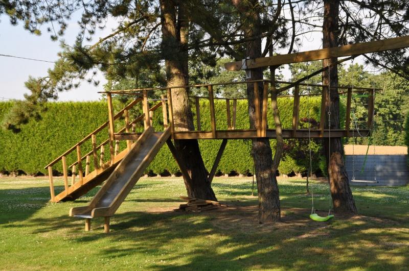 Projet de toboggant pour la cabane dans les arbres de mon fils, vos idées? - Page 3 752561Cabane10