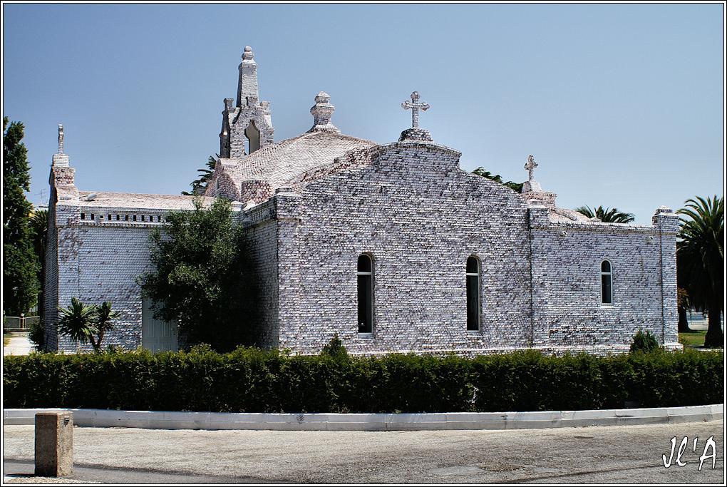 [fil ouvert] édifices religieux de toutes confessions. 7573091987AToxaEglisecouvertedecoquillesStJacques